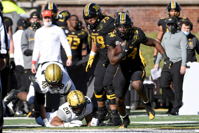Missouri running back Larry Rountree (34) runs with the ball during a game against Vanderbilt on Saturday at Faurot Field.