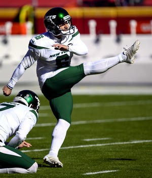 New York Jets kicker Sergio Castillo warms up before a Nov. 1 game against the Kansas City Chiefs in Kansas City, Missouri.