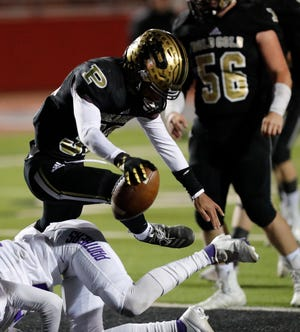 Post's Ashton Jefferson (32) scores a touchdown during the first half of the Class 2A, Division I regional semifinals on Friday, Nov. 27, 2020, at Pirate Stadium at First United Park in Woodrow.