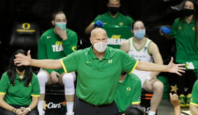 Oregon women's basketball coach Kelly Graves was unable to pick up a win on his birthday as the 10th-ranked Ducks lost to No. 11 Arizona on Thursday in Tucson, Ariz.