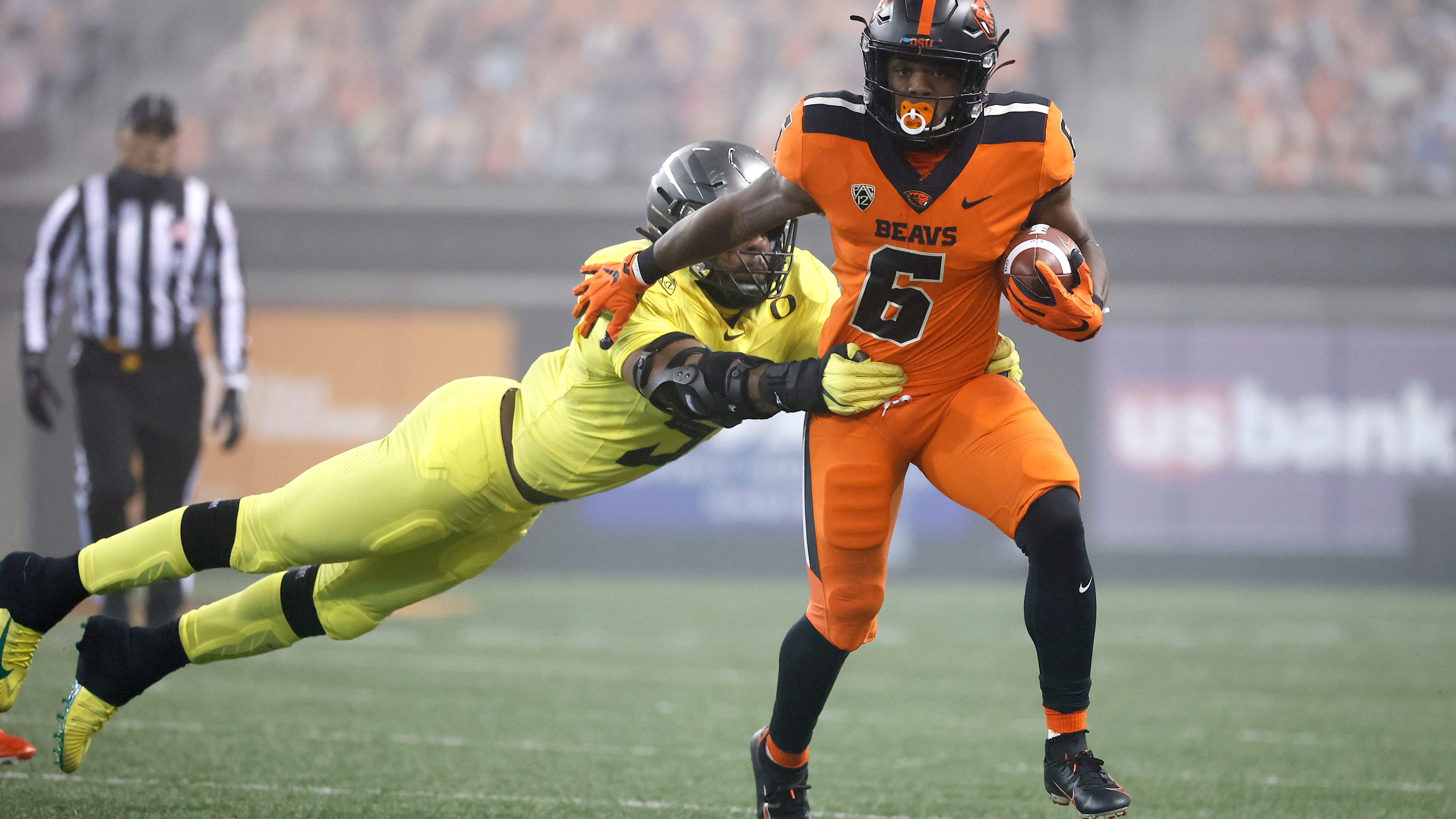 Beavers stun Ducks in rivalry victory