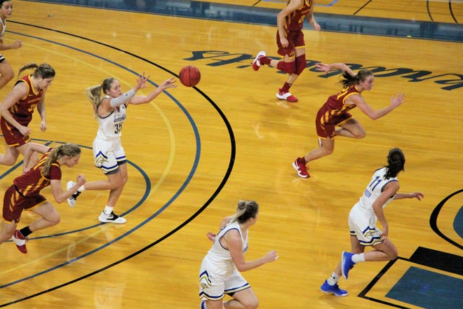South Dakota State's Sydney Stapleton (35) tosses an outlet pass to Haley Greer (11) during Saturday's non-conference game against Iowa State.
