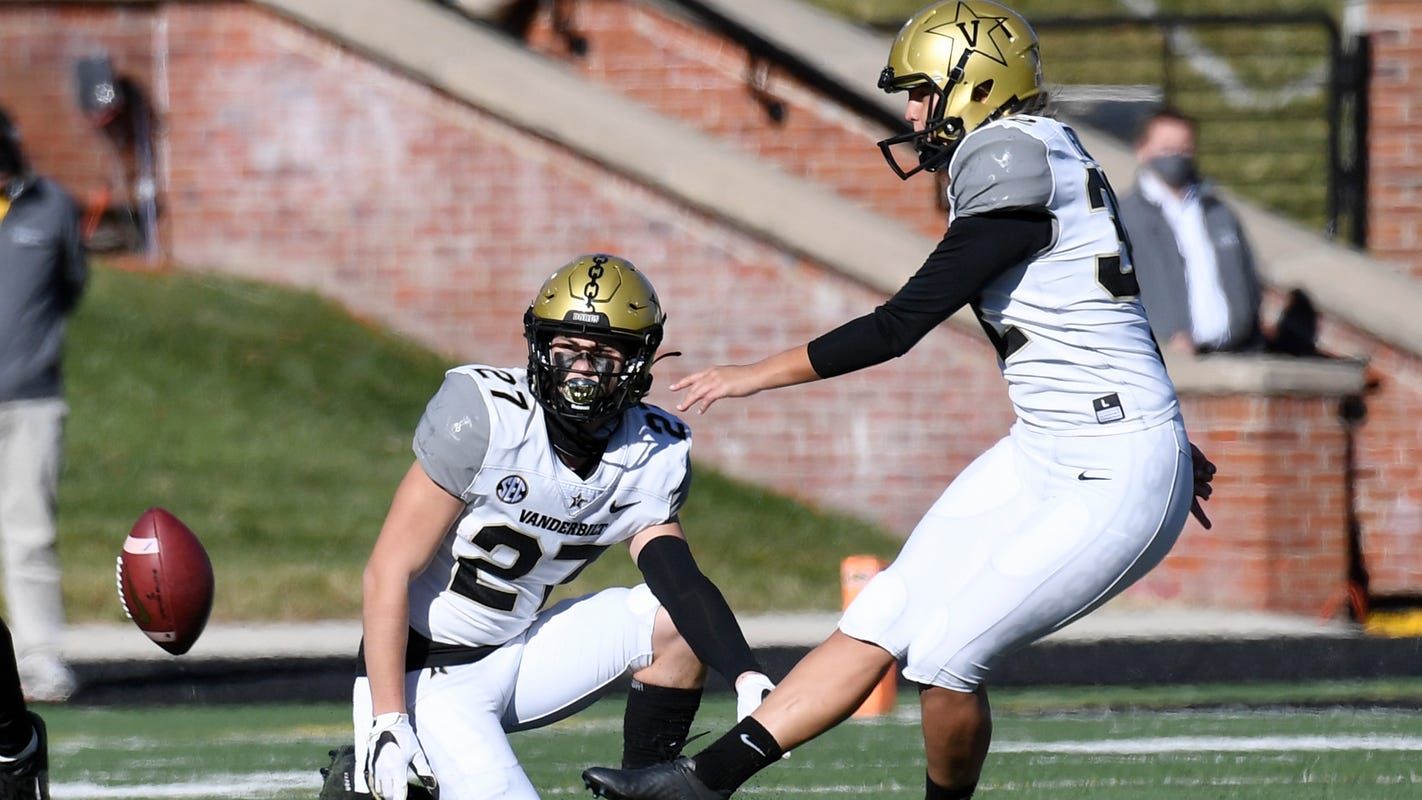Vanderbilt kicker Sarah Fuller makes history, becoming first woman to play in Power Five football game