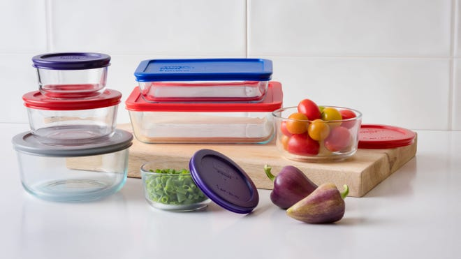 Black Friday 2020: Snap up this deal on the Pyrex Bakeware 14-Piece Set.