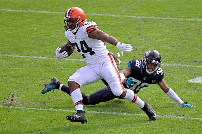 Browns running back Nick Chubb (24) runs past Jacksonville Jaguars cornerback Luq Barcoo (36) for yardage during the first half of the Browns' 27-25 win Sunday in Jacksonville. [Phelan M. Ebenhack/Associated Press]