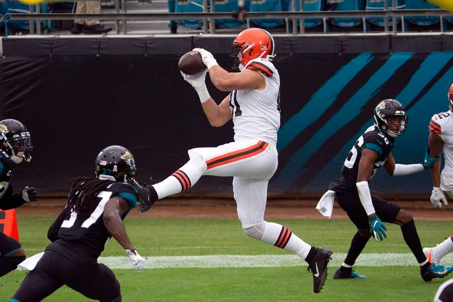 Browns tight end Austin Hooper (81) catches a touchdown against the Jacksonville Jaguars during the first half Sunday, Nov. 29, 2020, in Jacksonville, Fla. [Stephen B. Morton/Associated Press]