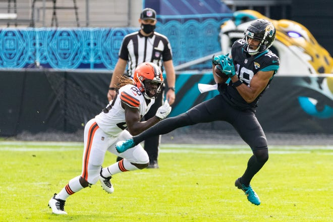 Jacksonville Jaguars wide receiver Collin Johnson (19) makes a catch in the first quarter during the Jaguars vs. Browns game at TIAA Bank Field in Jacksonville, FL on Sunday, November 29, 2020.