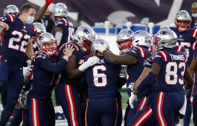 Foxboro, MA, Nov 29, 2020 - Patriots kicker Nick Folk is congratulated by teammates after scoring a last second field goal to get the 20-17 win over the Cardinals.  The New England Patriots vs. the Arizona Cardinals at Gillette Stadium on Sunday afternoon.  [The Providence Journal / Kris Craig]   ORG XMIT: 00041141A
