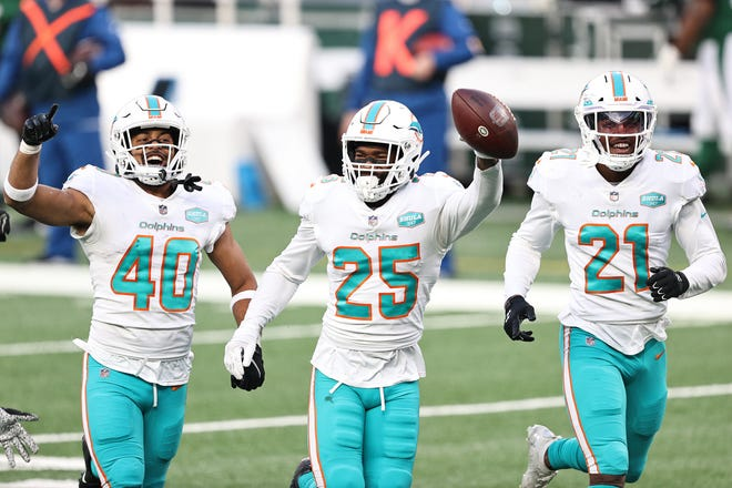 Dolphins cornerback Xavien Howard celebrates an interception against the Jets.