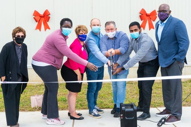 The Misfits Market team held a ribbon-cutting ceremony at its new Delanco facility in August.
