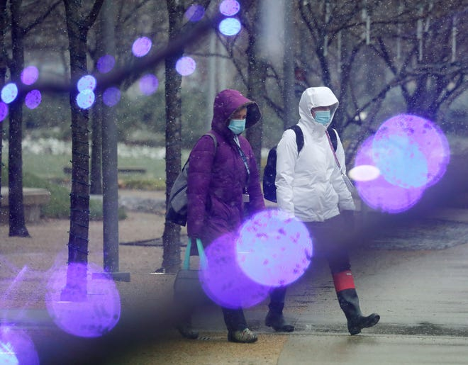 Central Ohioans will want to bundle up this weekend: An Artic blast on Saturday will be preceded by wind, rain and snow.