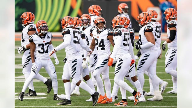 Akeem Davis-Gaither (59) and some of his Cincinnai Bengals teammates get fired up prior to their game with the New York Giants on Sunday.