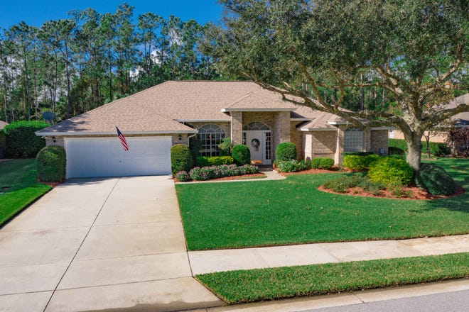 This meticulously maintained brick pool home is in the highly sought-after Ormond Beach community of Hunters Ridge.