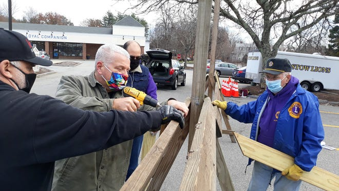 Joe Pessolano, Bill Glauner, Jose Mesmer and Ed Tarnuzzer set up the tree stand.
