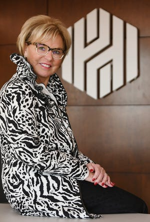 Penerima penghargaan Michiganian of the Year Sandra Pierce adalah Ketua dan Wakil Presiden Eksekutif Senior Huntington Michigan. Dia dikenal atas perannya dalam mengatur inisiatif pinjaman $ 5 miliar Huntington di Michigan yang akan menyediakan pinjaman bagi peminjam yang ingin memiliki rumah.