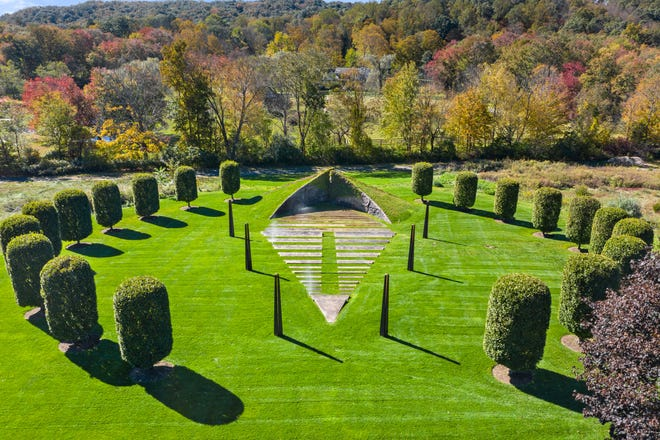 This land sculpture by artist Beverly Pepper is also an amphitheater on the grounds of an estate owned by Fran and Barry Weissler. The Weisslers have hosted performances by Christopher Plummer, the New York Philharmonic, and James Earl Jones.