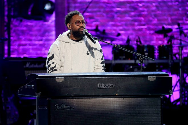 PJ Morton crooned behind the piano at the awards.
