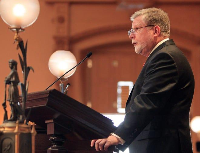 Former Ohio Senate President Tom Niehaus, R-New Richmond, has admitted committing an ethics violation.