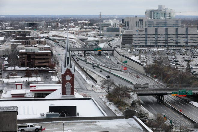Winter weather moving into central Ohio Friday afternoon will bring rain, then snow, according to the National Weather Service. Driving conditions could be hazardous as precipitation and the temperature fall.