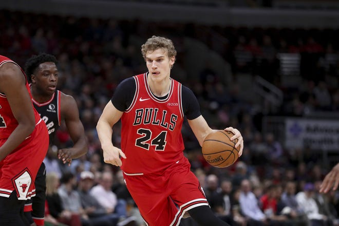 Chicago Bulls forward Lauri Markkanen (24) drives to the basket during the first half against the Toronto Raptors at the United Center on Monday, Dec. 9, 2019. (Armando L. Sanchez/Chicago Tribune/TNS)