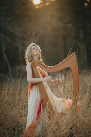 Common Fence Music will present Aine Minogue, award-winning harpist, singer, arranger and composer in a live stream concert on Sunday, Dec. 20.