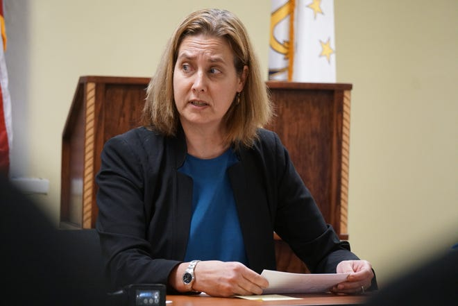 Dr. Jennifer Clarke, medical programs director at the state Department of Corrections, is stepping down on Friday.