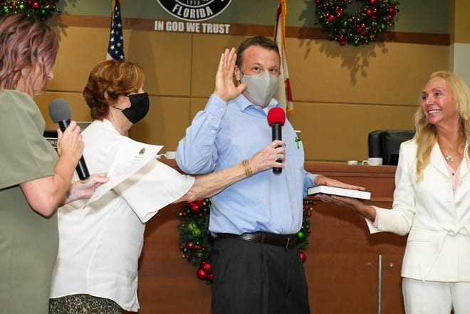 North Port District 1 City Commissioner David Iannotti, third from left, chose to wear a mask as he recited his oath of office on Nov. 14. Iannotti announced his resignation two weeks later.