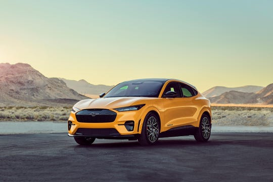 The all-electric Mustang Mach-E GT Performance Edition promises to accelerate to 0-60 km / h in 3.5 seconds.  Ford Motor Co.  hope this vehicle, which will be available in the summer, will compete directly for Tesla Model Y customers.