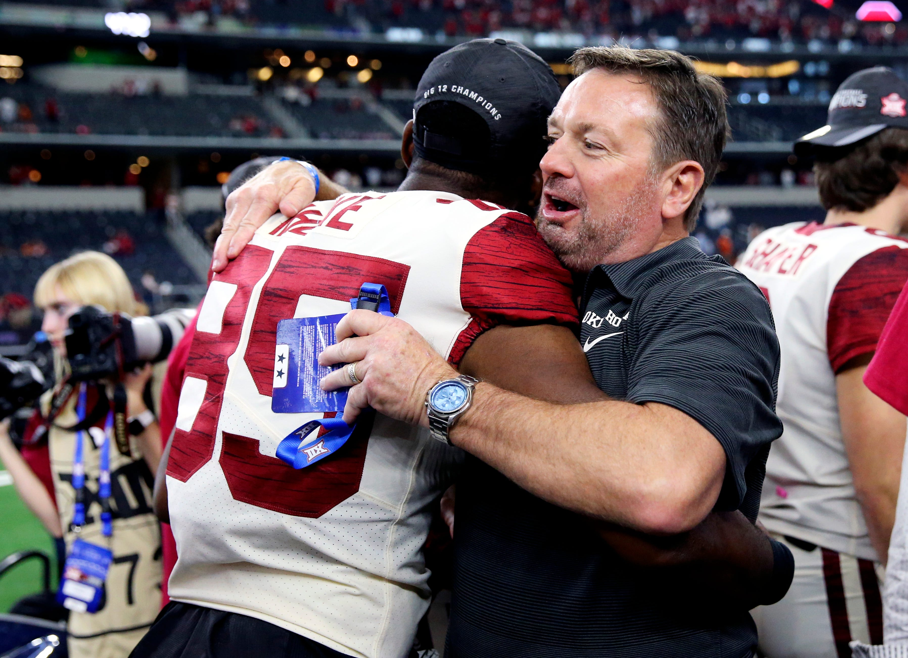 Bob Stoops helping Oklahoma coaching staff after COVID-19 issues with team