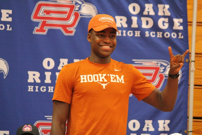 Conroe Oak Ridge defensive end Joseph Ossai chose Texas over Texas A&M on national signing day. (Mike Craven/American-Statesman)