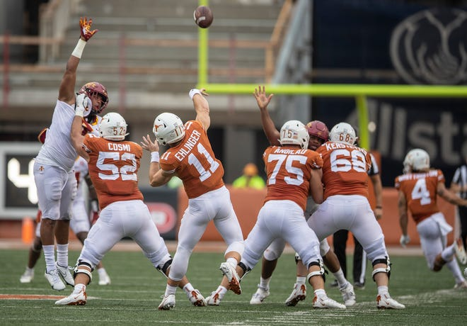 Texas Longhorns quarterback Sam Ehlinger (11) passes the ball in the first quarter against Iowa State Cyclones during NCAA college football game on Saturday, November 27, 2020; Austin, Texas, at Darrell K Royal-Texas Memorial Stadium. [RICARDO B. BRAZZIELL/AMERICAN-STATESMAN]
