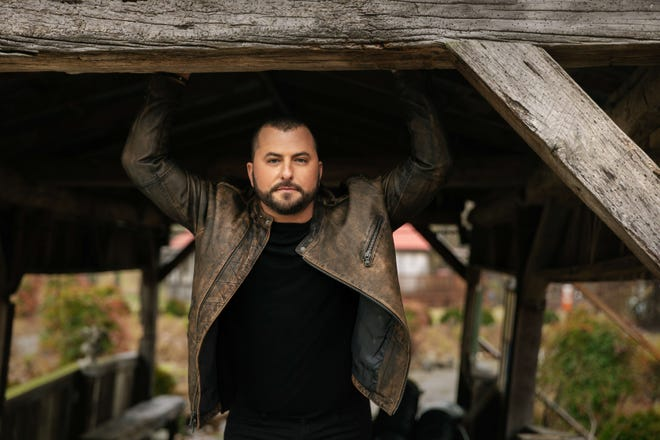 "Country singer Tyler Farr is on the bill for New Year's Eve Beach Bash, a socially distanced ""vertical concert"" presented by the Hilton Daytona Beach Oceanfront Resort."