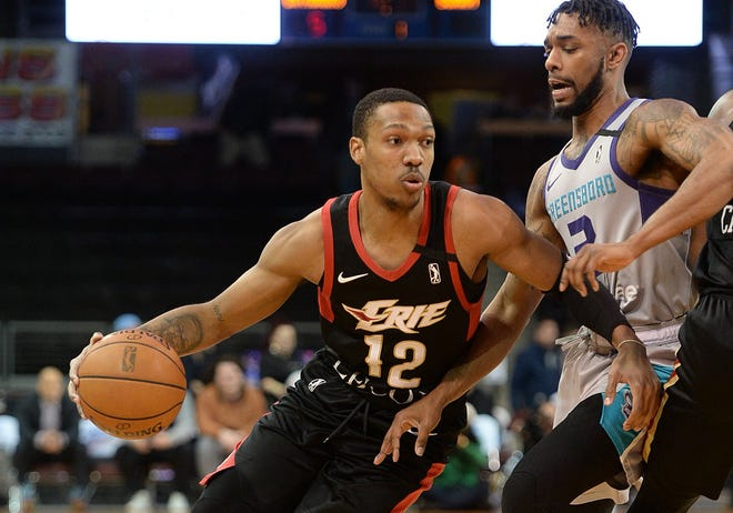 Tony Carr of the Erie BayHawks drives to the basket guarded by Kobi Simmons of the Greensboro Swarm at Erie Insurance Arena on March 6. Carr was one of four players signed by the New Orleans Pelicans on Wednesday. [JACK HANRAHAN/ETN]