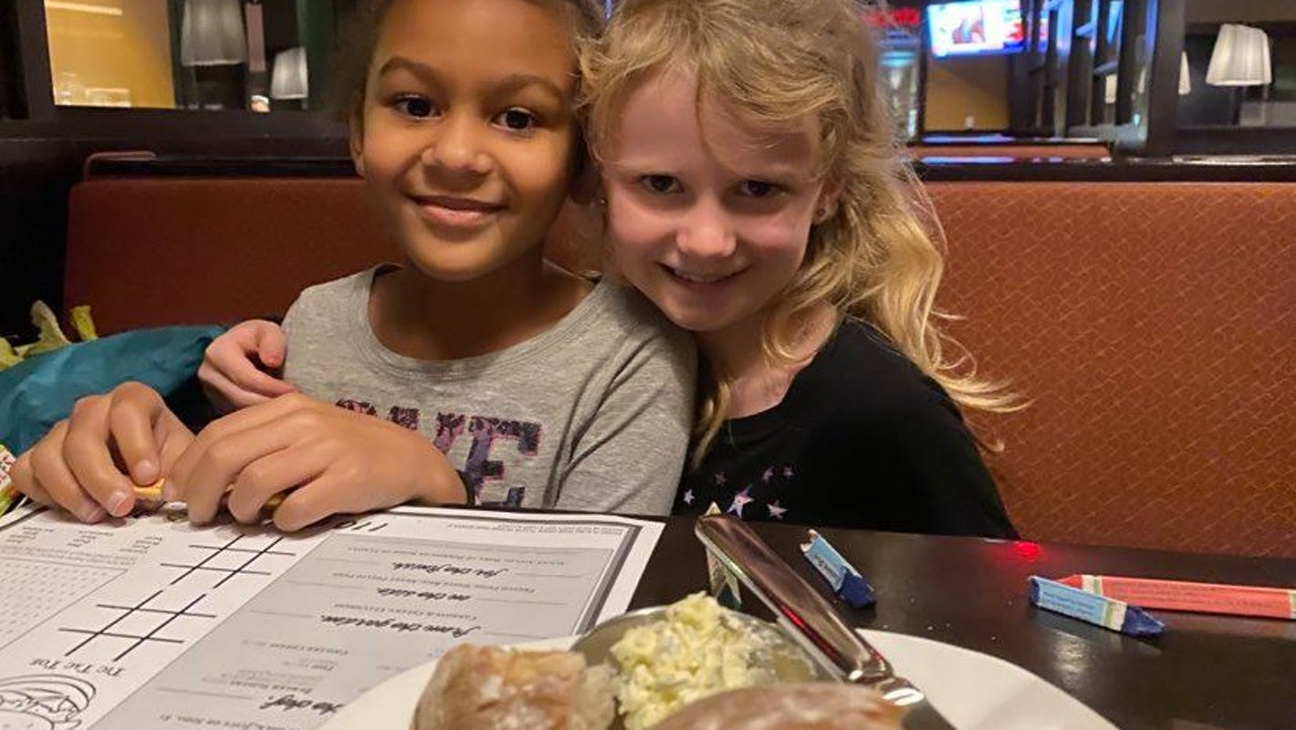 7-year-old girl writes letter to Santa asking to see her friend again... and it worked