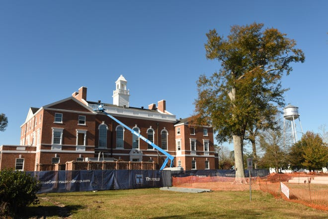 Renovations continue to the Pender County Courthouse in Burgaw, N.C. Wednesday Dec. 2, 2020.