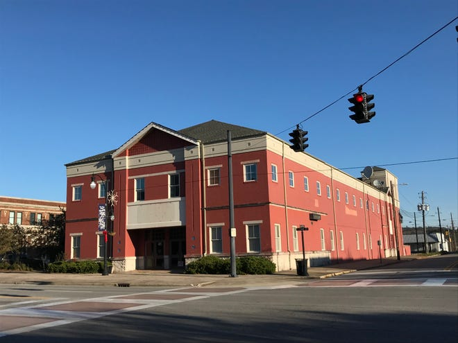 The former BB&T bank building will be the new home of the Etowah County Board of Education central office. The Etowah County Commission voted to purchase the building with plans to move the county school offices and others there.