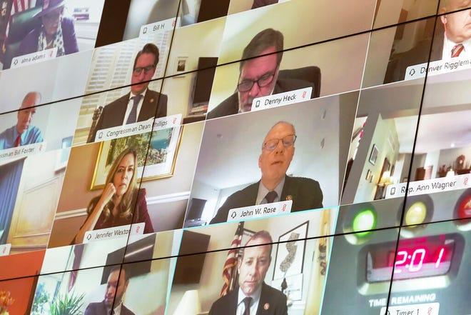 Anggota Komite Jasa Keuangan DPR terlihat dari jarak jauh saat sidang Komite Jasa Keuangan DPR di Capitol Hill di Washington, Rabu, 2 Desember 2020.