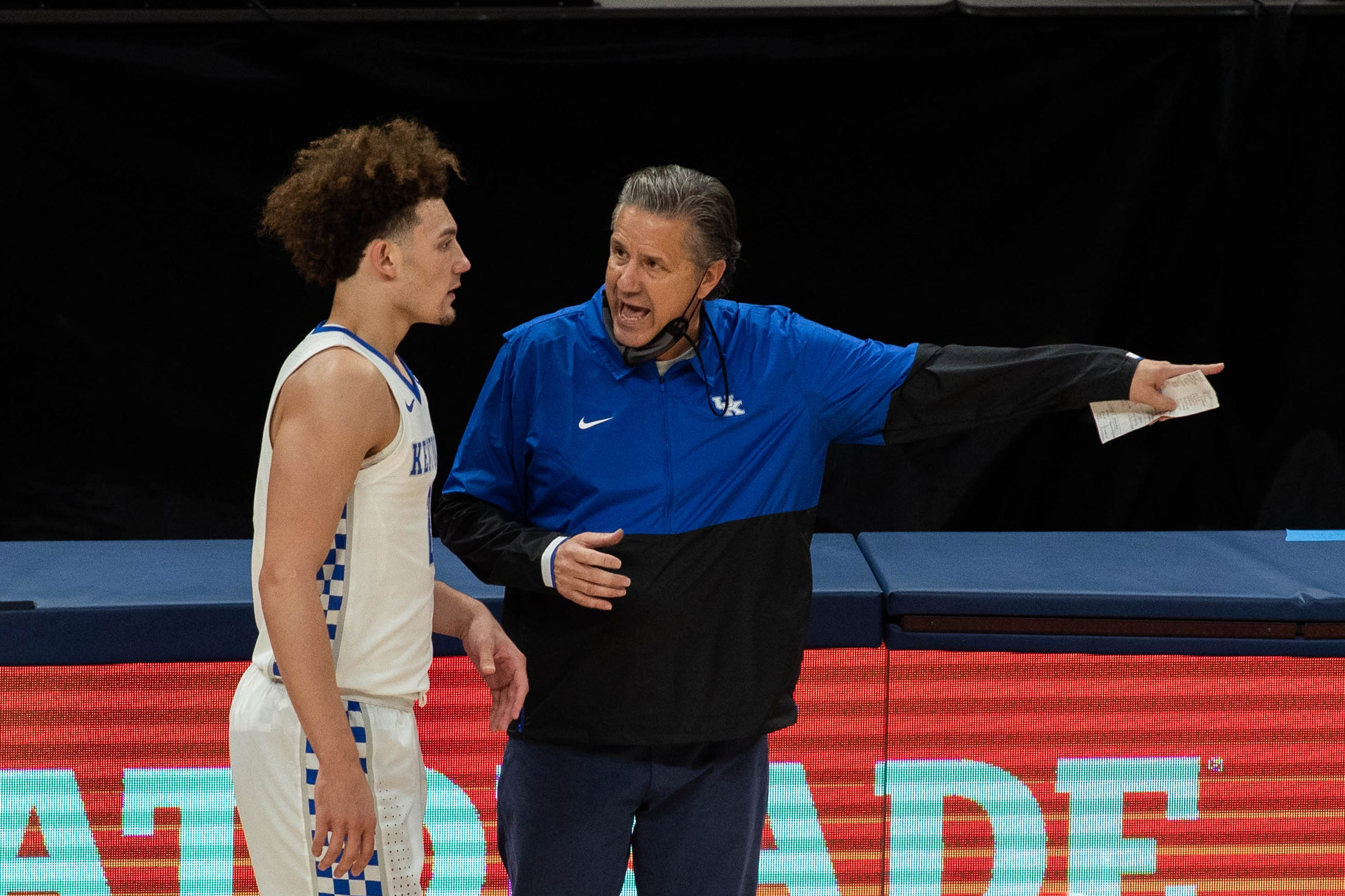Why John Calipari is telling Kentucky basketball players to 'unpack their bags'