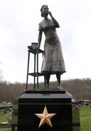 The Gold Star Mothers monument at Veterans Memorial Park in Kent Dec. 2, 2020.