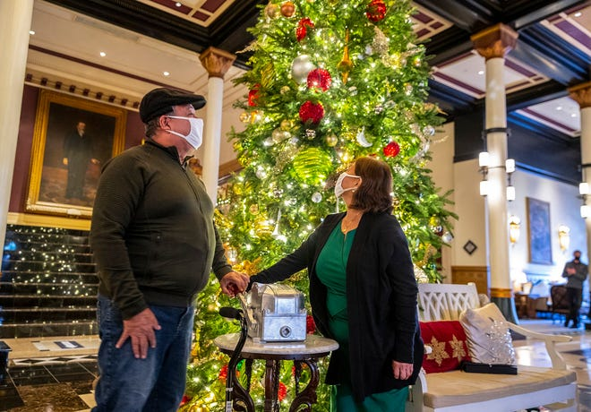 Nelson Toala and his wife Maria light the Driskill Hotel tree as part of Season for Caring on Monday, November 30, 2020.  Nelson spent a decade working at the Driskill before the pandemic hit and Nelson had a stroke. The management honor Nelson during their yearly lighting of the tree ceremony.  [RICARDO B. BRAZZIELL/AMERICAN-STATESMAN]
