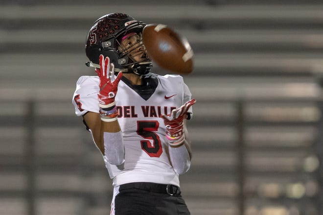 Del Valle receiver Caleb Burton (5) calls for a fair catch during a game at Westlake High on Oct. 18, 2019. (John Gutierrez/For American-Statesman)