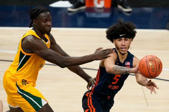 Illinois' Andre Curbelo (5) passes the ball away from Baylor's Jonathan Tchamwa Tchatchoua during the first half of an NCAA college basketball game Wednesday, Dec. 2, 2020, in Indianapolis. (AP Photo/Darron Cummings)