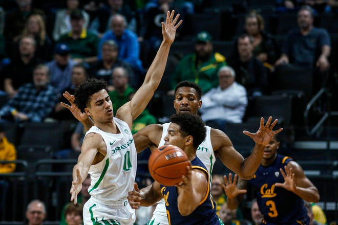 Oregon point guard Will Richardson (0) is out for six weeks after injuring his thumb in practice this week. He had surgery on Wednesday. (AP Photo/Thomas Boyd)