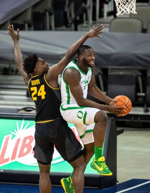 Oregon's Eugene Omoruyi, who had 31 points, drives to the basket against Missouri's Kobe Brown during Wednesday's game.