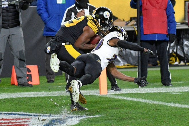 Pittsburgh Steelers wide receiver JuJu Smith-Schuster (19) makes a touchdown catch as Baltimore Ravens cornerback Tramon Williams defends in the second half of an NFL football game, Wednesday, Dec. 2, 2020, in Pittsburgh. (AP Photo/Don Wright)