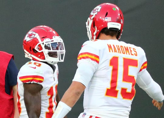 Tyreek Hill celebrates with Patrick Mahomes after a touchdown against the Buccaneers.