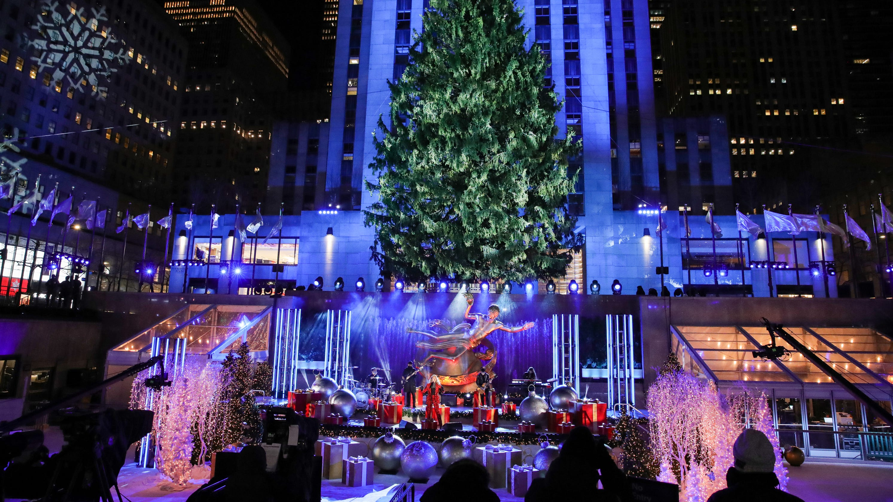 Rockefeller Center Christmas tree lighting: Dolly Parton, Kelly Clarkson and Jimmy Fallon sleigh it