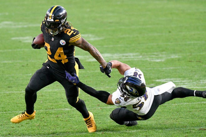 Pittsburgh Steelers running back Benny Snell runs away from Baltimore Ravens linebacker L.J. Fort on Wednesday in Pittsburgh.
