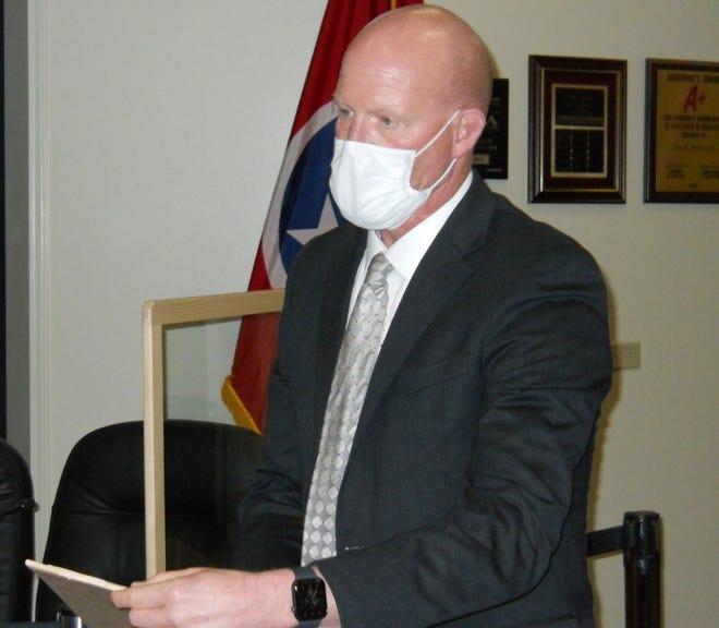 Oak Ridge Schools Superintendent Bruce Borchers wears a face mask at an Oak Ridge Board of Education work session.
