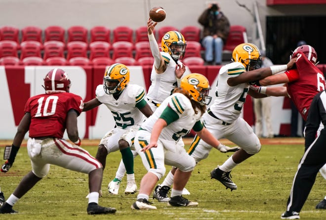 Gordo's Tanner Bailey passes the ball. The Gordo Green Wave took on the Handley Tigers in the AHSAA Class 4A state championship game on Dec. 4, 2020 at Bryant-Denny Stadium. [Photo/Hannah Saad]